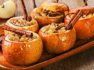 Пълнени печени ябълки с мед, орехи, канела и сушени плодове - стафиди, кайсии на фурна